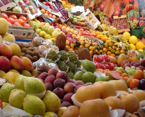 frutas variadas en fruteria freeimages
