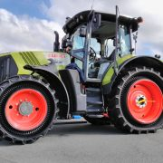 Preparation of PneuTrac and CLAAS 640 Arion for field tests and measurements. Author Radek Prazan 2015