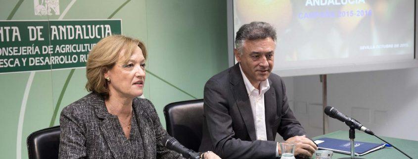 La consejera de Agricultura de Andalucía, Carmen Ortiz, y el secretario general de Agricultura y Alimentación. Imagen: Junta de Andalucía.