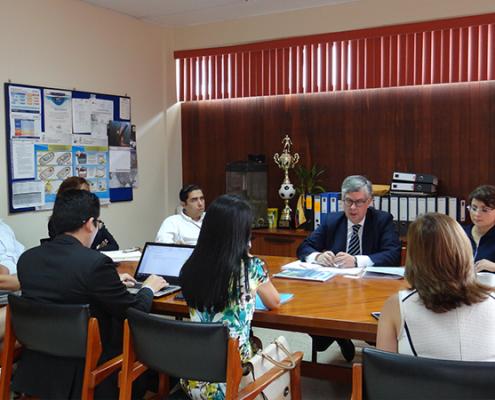 Autoridades-del-MAGAP-y-ANFACO-en-la-mesa-de-dialogo