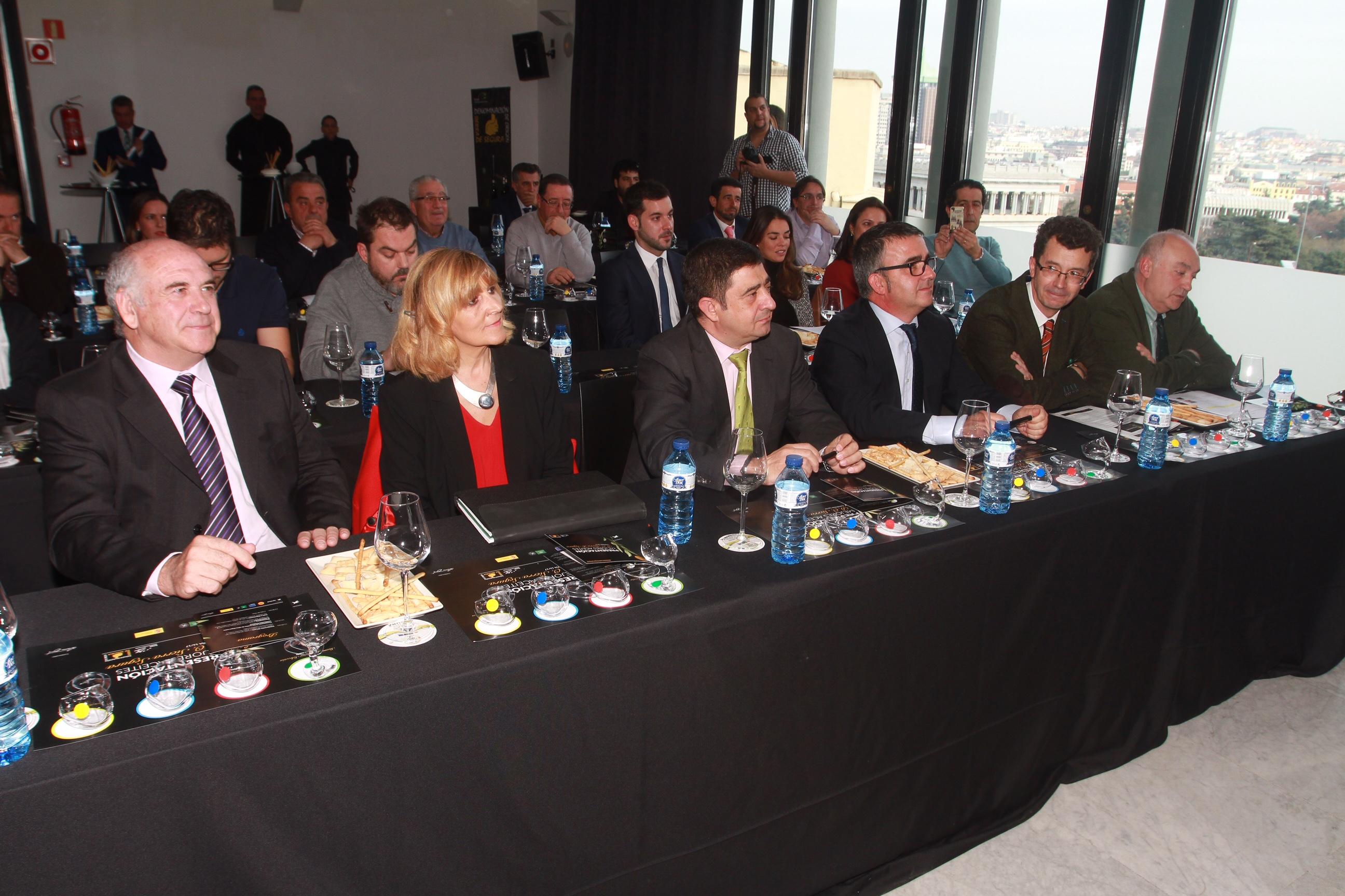 Autoridades participantes en el evento.