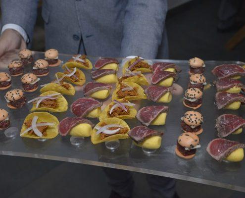 Degustación de platos con carne de vacuno, elaborados para la presentación.