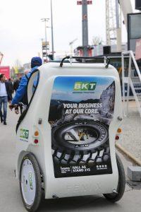 La flota derickshaws gratuitos llevaban la marca BKT
